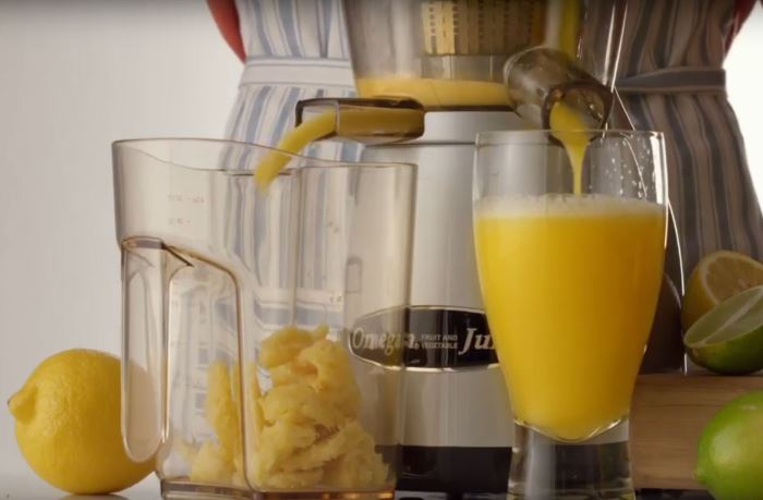 juicing pineapple with omega juicer vrt350