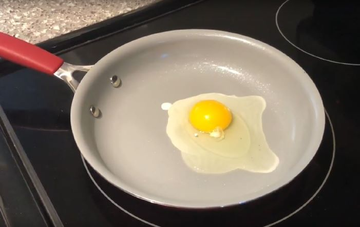 Cook Egg On Ceramic Pan