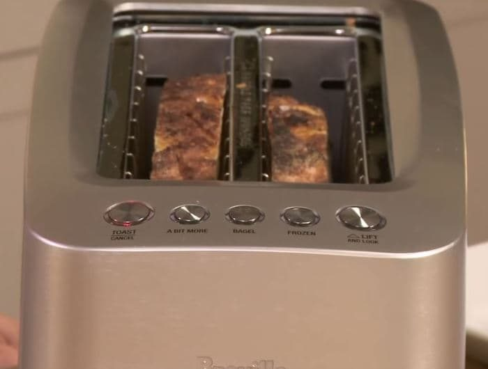 Wide-andLong Toasting Slots Breville