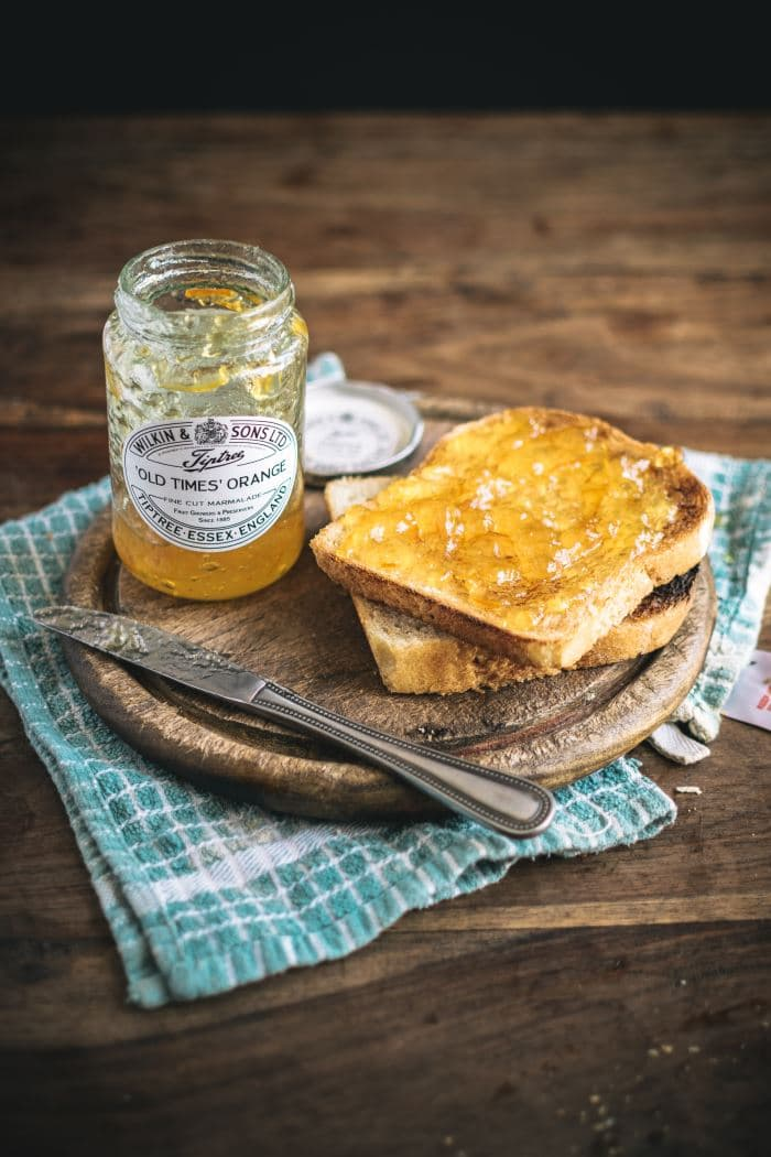 2 slices of toasted bread and orange jam
